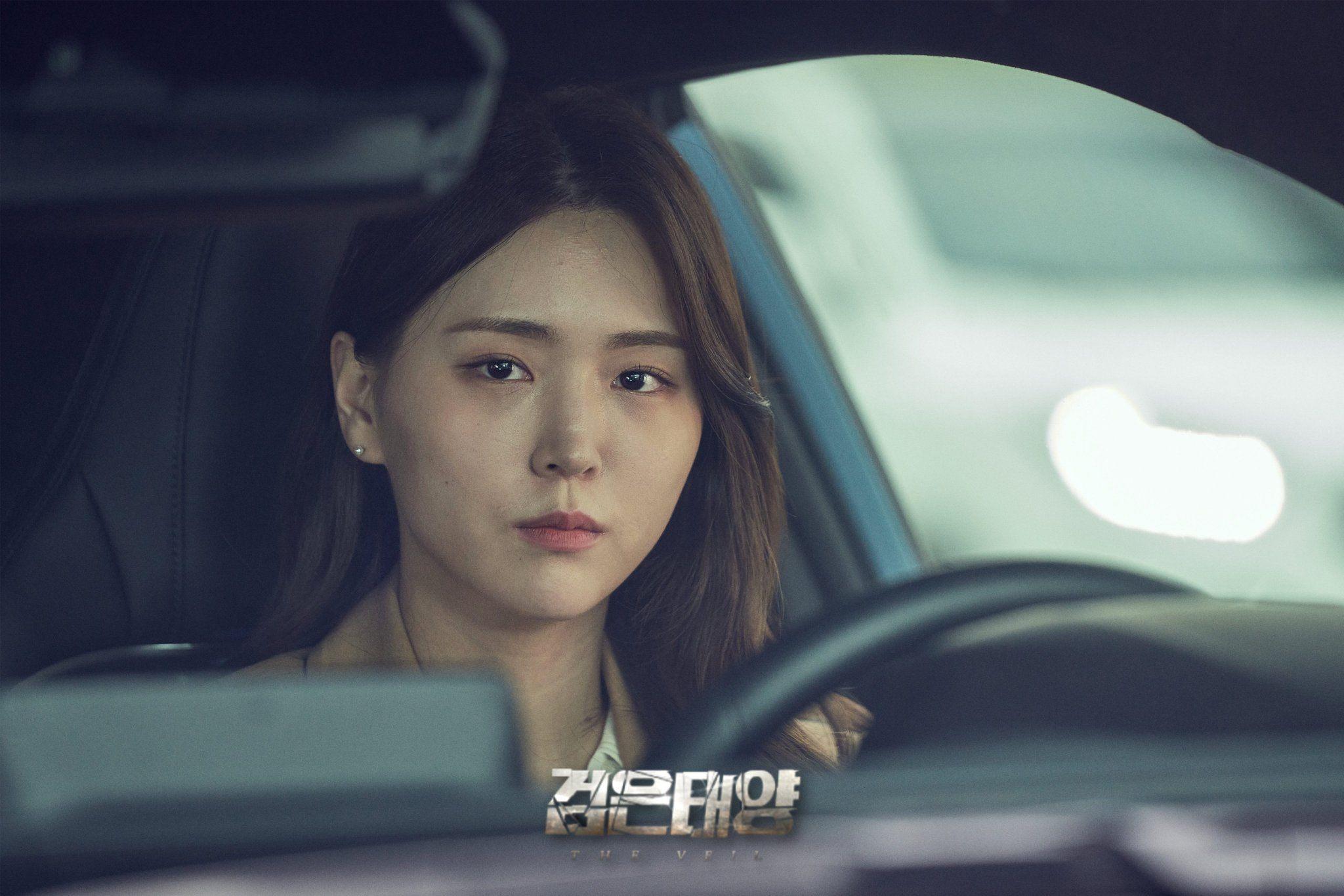 Lebih Dekat dengan 2 Tokoh Perempuan Penting di Drama Korea 'The Veil'