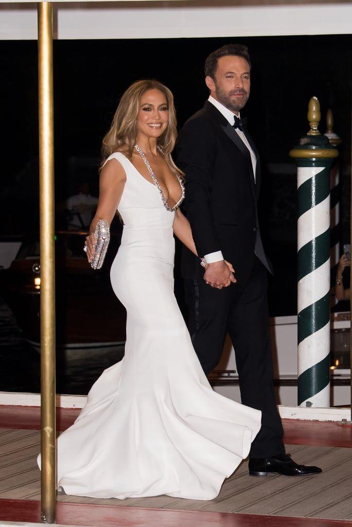 Jennifer Lopez Umbar Payudara di Karpet MerahBareng Pacar