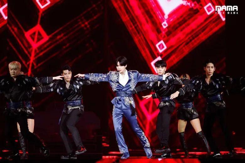 Gaya Para K-Idol Pakai Hanbok di Atas Panggung, Totalitas Semua!