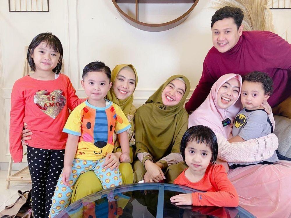 Siap Jadi Istri, Ini 10 Potret Hangat Ria Ricis Bersama Keluarganya