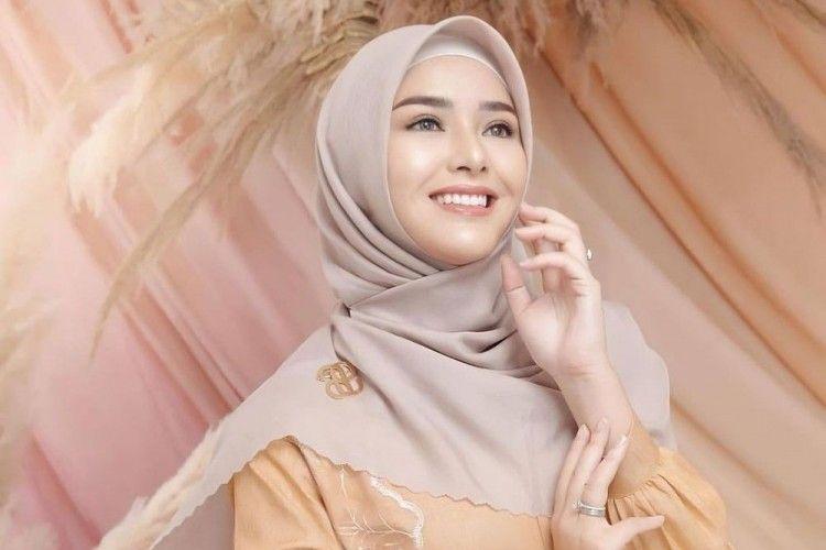 7 Gaya Amanda Manopo Pakai Hijab, Bikin Heboh Satu Indonesia