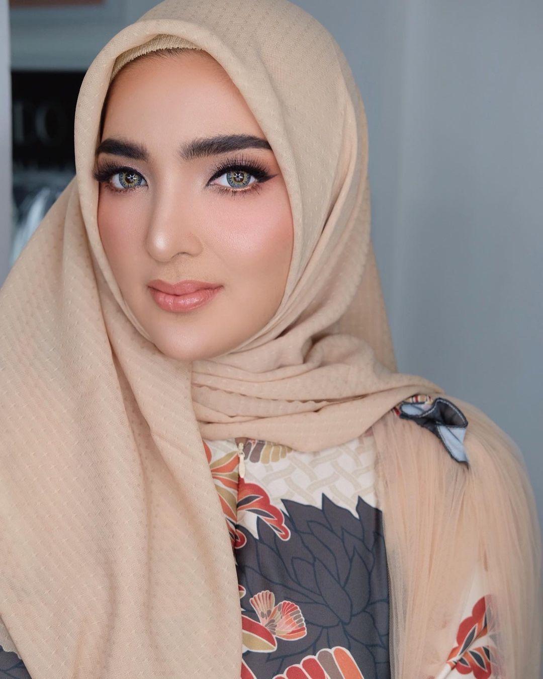 Intip Pesona Ashanty Ketika Kenakan Hijab