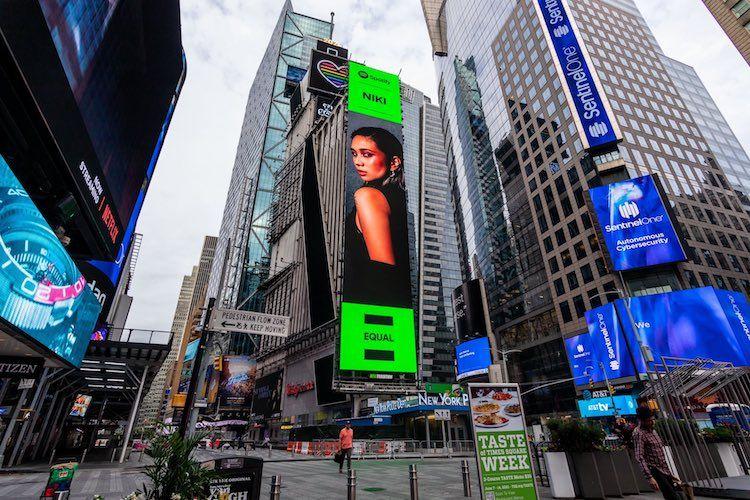 Pesona Penyanyi Indonesia Ketika Mukanya Terpampang di Times Square