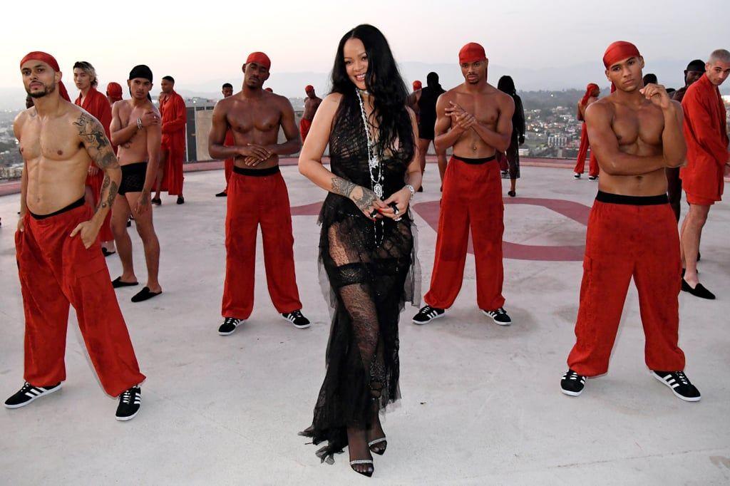 Rihanna Bocorkan Gaya Seksinya untuk Savage X Fenty Show