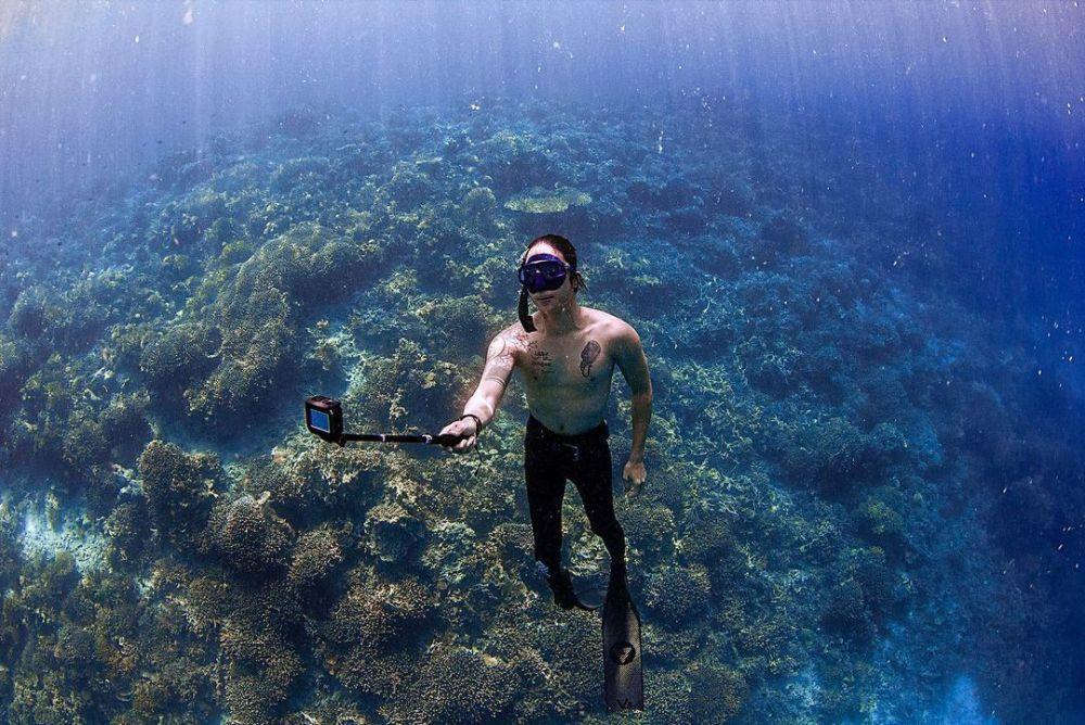 Hobi Free Diving, 9 Potret Keren Dikta 'Yovie and Nuno' di Bawah Laut