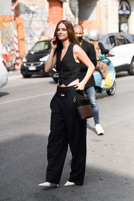 Gaya Para Seleb di Milan Fashion Week, Dua Lipa hingga Naomi Campbell