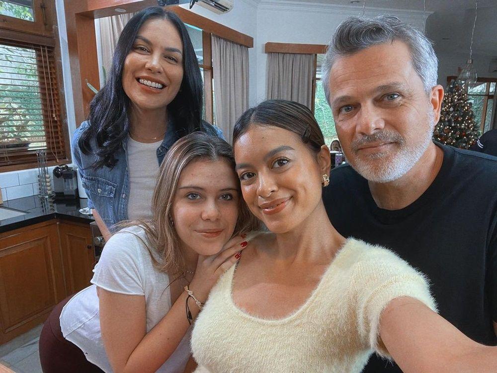 9 Potret Akrab Eva Celia dan Ayah Sambungnya,Bak Anak Kandung!