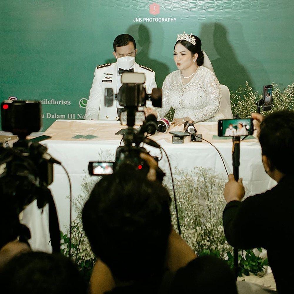 Penuh Kebahagiaan, Ini 9 Foto Pernikahan Joy Tobing dan Perwira TNI