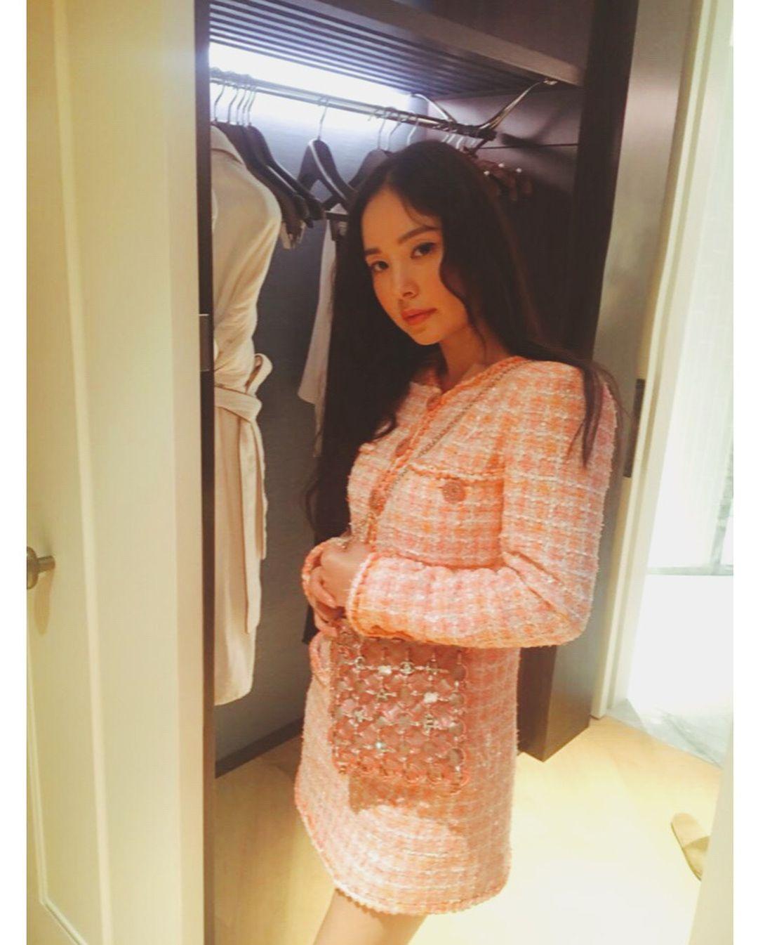 Siap Jadi Ibu! Begini Potret Modis Min Hyo Rin di Media Sosial