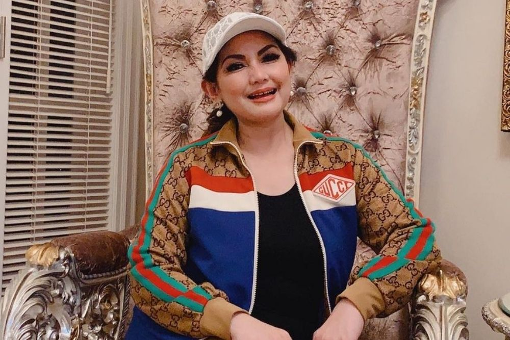 Tampil Kekinian di Usia 57 Tahun, Intip Potret Terbaru Nia Daniaty