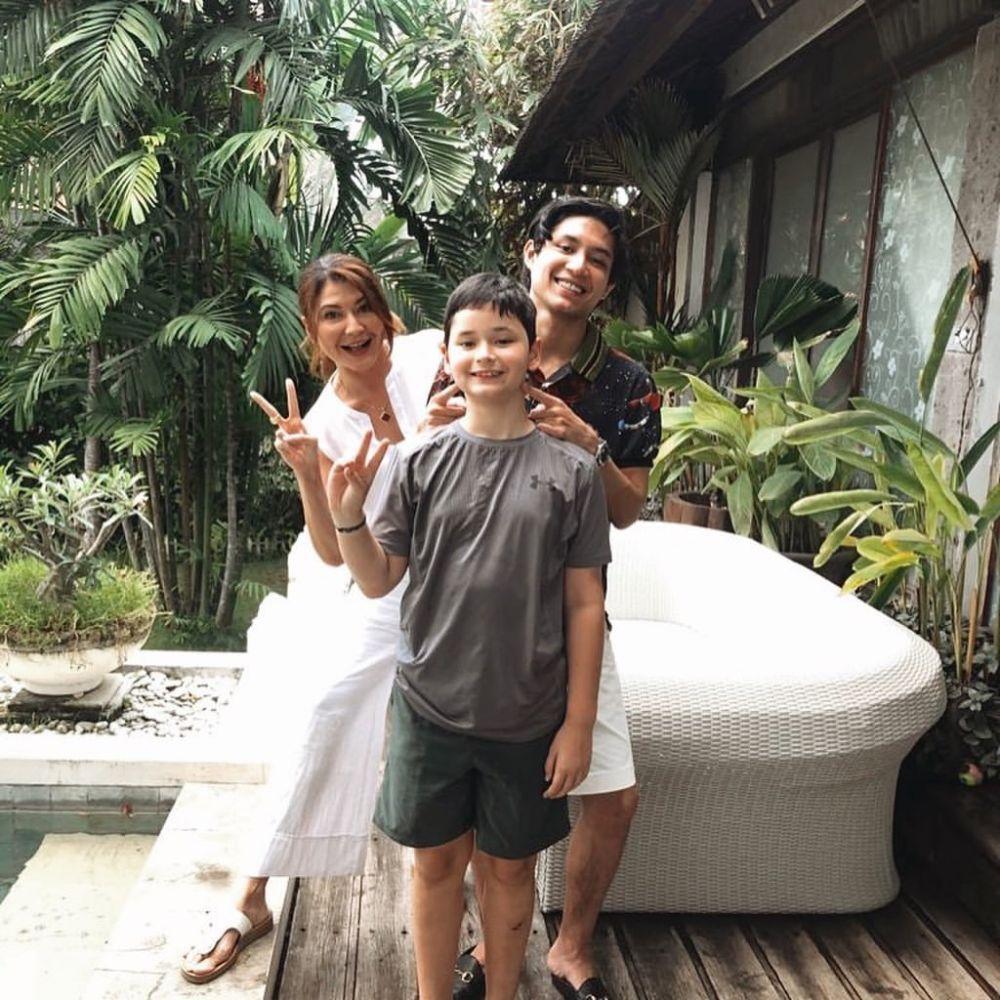 Ibu Tunggal Dua Anak, Intip 9 Kompak Artis dan Buah Hatinya