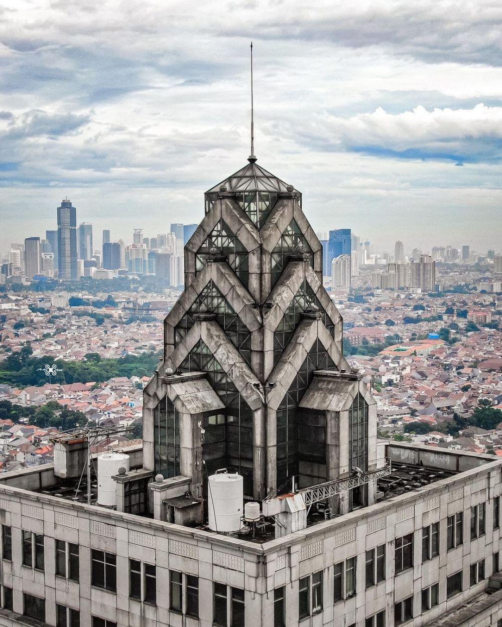 10 Bangunan Paling Angker di Indonesia, Dipenuhi Makhluk Gaib