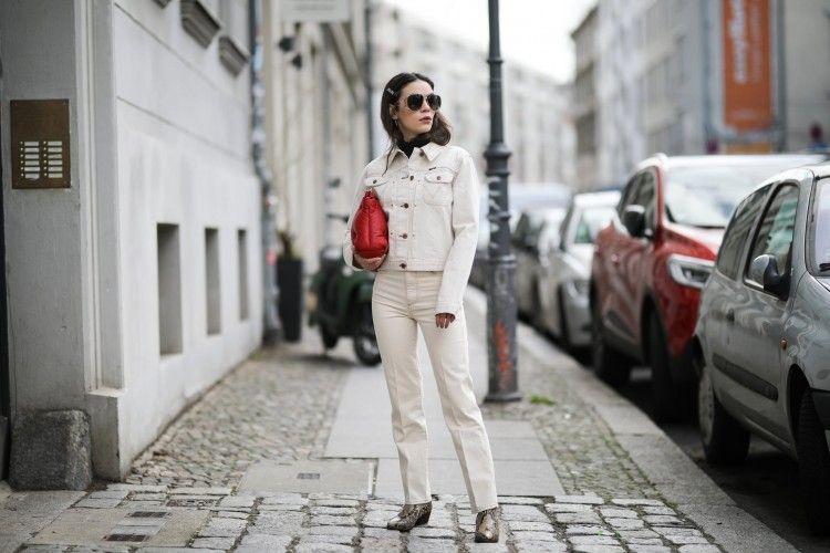 Inspirasi Padu-padan Outfit dengan Jaket Denim Putih
