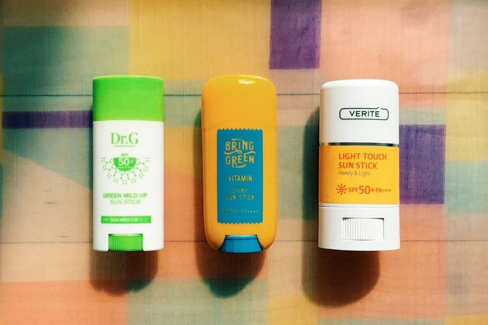 Ingin Pakai Sunscreen Stick? Baca 5 Hal Ini Dulu Yuk!