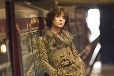 8Artis Hollywood Totalitas Memerankan Karakter Beda Gender