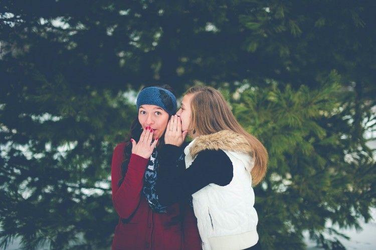 Hati-Hati, Ini Hukum Menceritakan Aib Pasangan ke Orang Lain