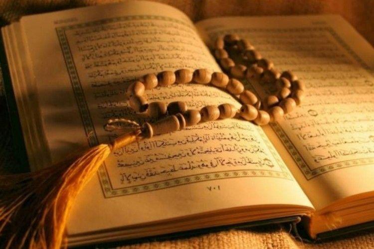 7 Keutamaan Surat Al-Mulk & Bacaannya Bagi Umat Muslim