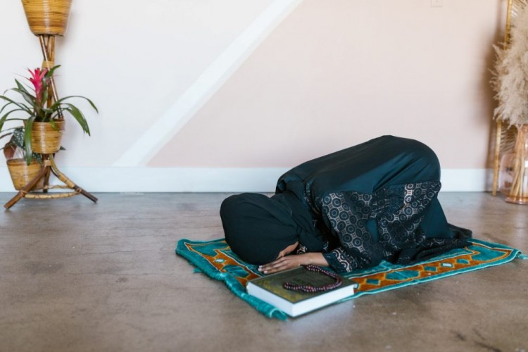 Tanpa Paksaan, Ini Doa Agar Istri Rajin Salat