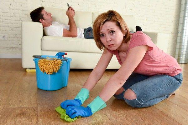 10 Tanda Suami Pemalas dan Cara Cerdas Menghadapinya