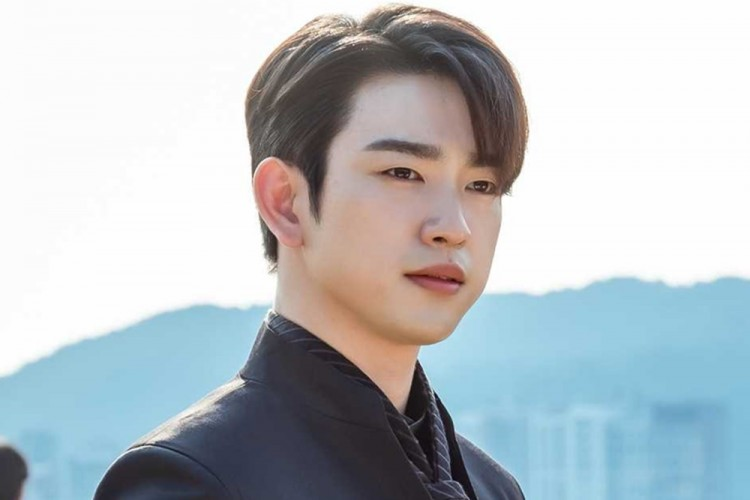 Kian Bersinar, Jinyoung 'GOT7' Jadi Pemeran Utama di 'Christmas Carol'