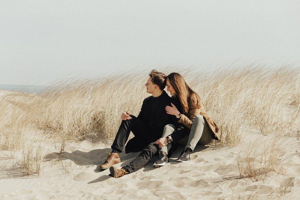 6 Sikap Sepele yang Bikin Pasanganmu Makin Cinta, Coba Lakukan!