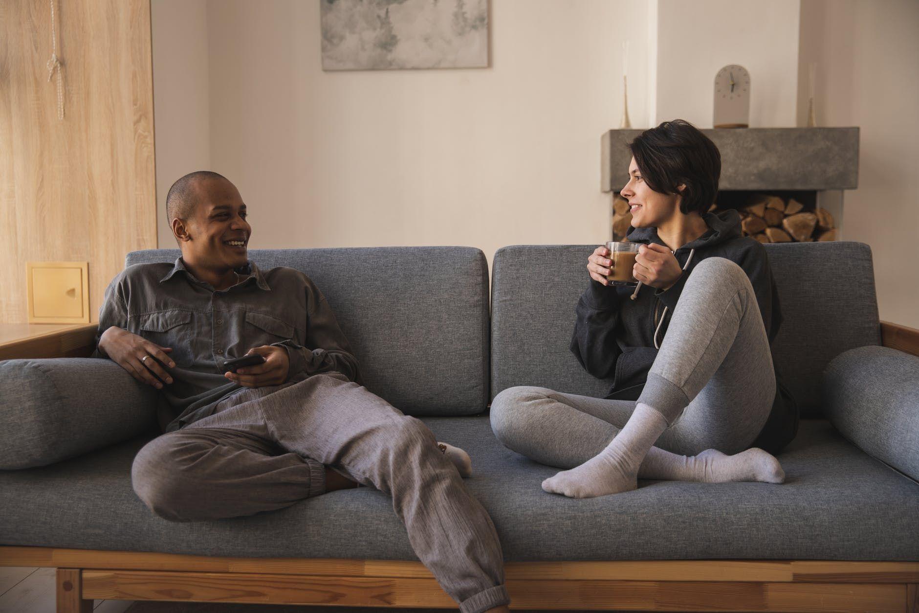 8 Cara Membantu Pasangan Mengatasi Emotional Eating