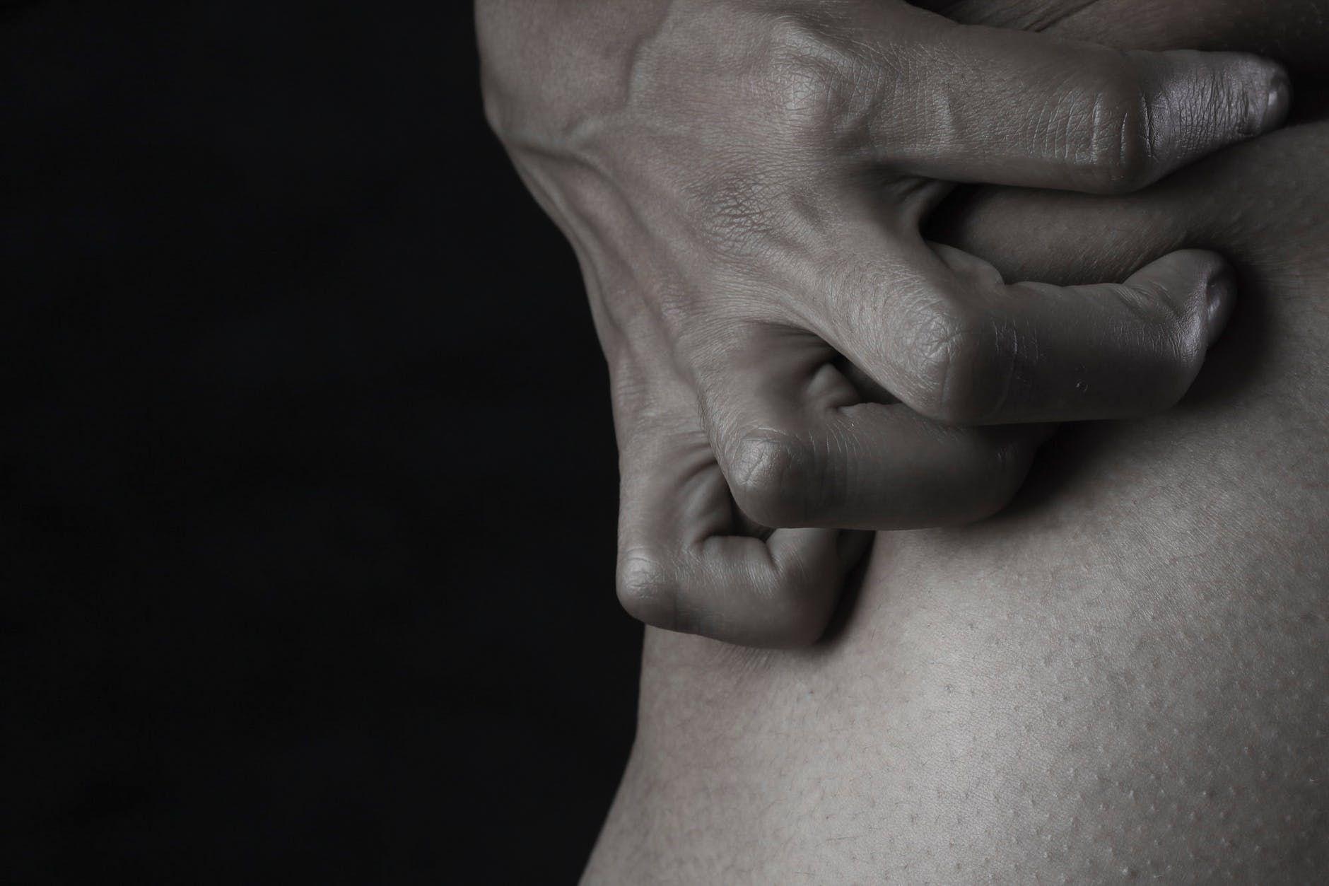Ini 7 Cara Memuaskan Suami dengan Tangan