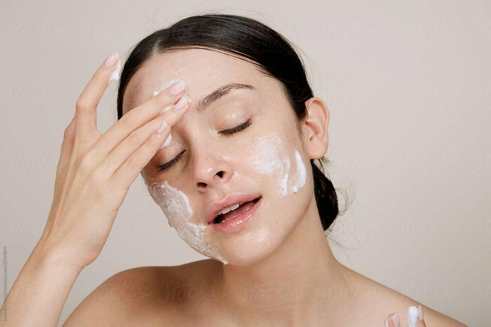 Cara Mudah Menghapus Maskara Waterproof, Nggak Bikin Bulu Mata Rontok
