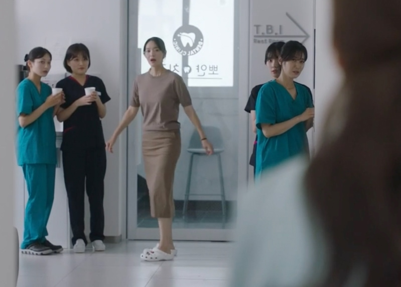 Harga Outfit Mewah Yoon Hye-Jin di Drakor Hometown Cha Cha Cha