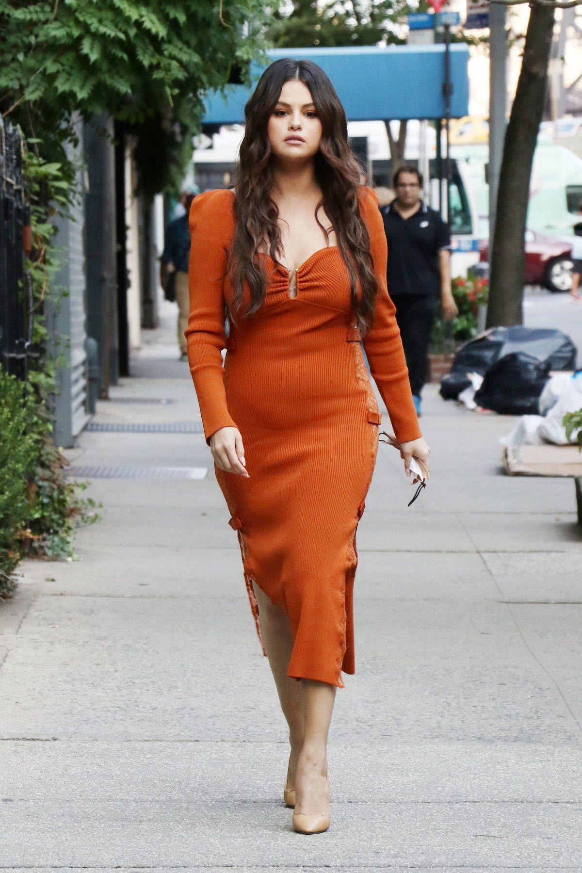 Gaya Terkini Selena Gomez yang Diisukan Dekat dengan Chris Evans