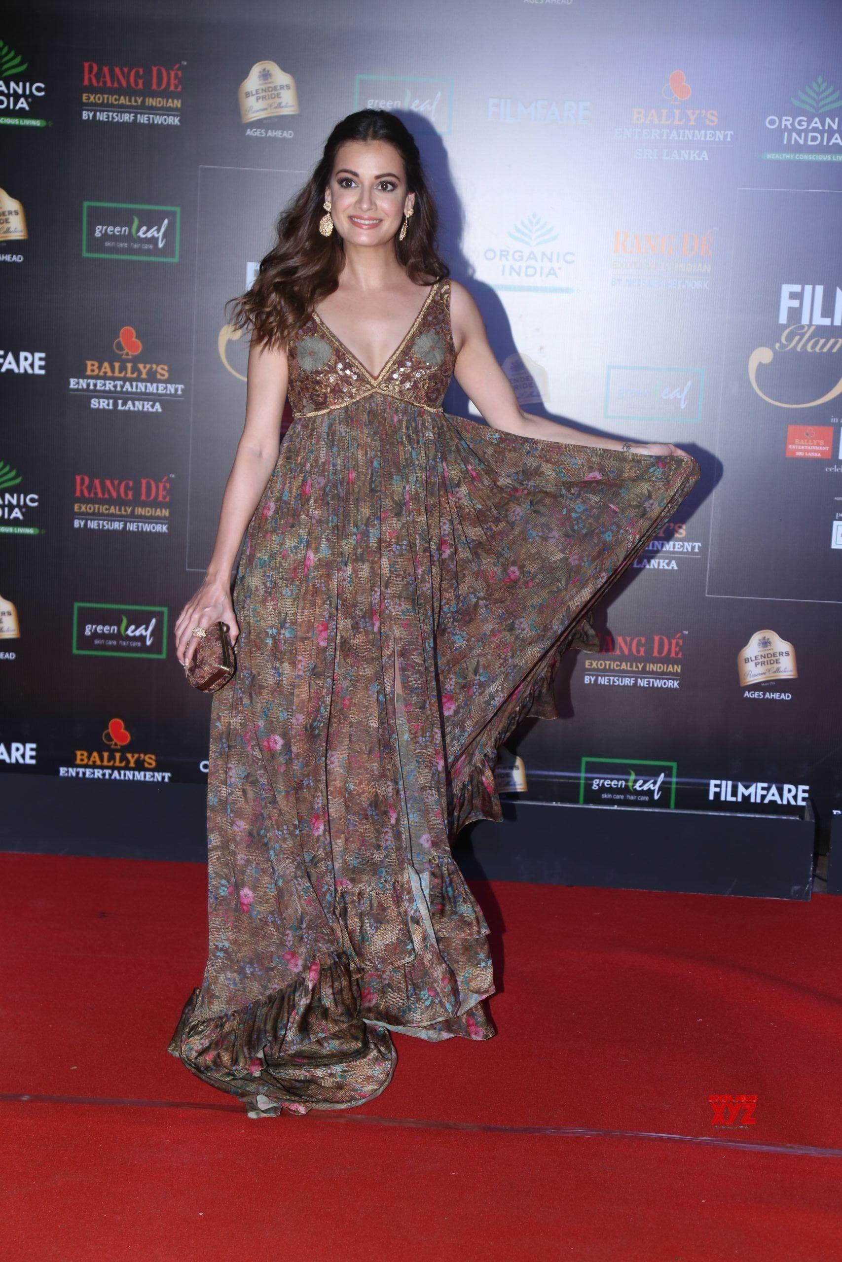 Para Artis Bollywood Alumni Kontes Kecantikan yang Terkenal Seksi