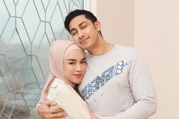 Alami KDRT, 10 Potret Perjalanan Cinta Medina Zein & Lukman Azhari