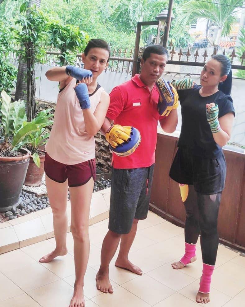 Lentur dan Bugar di Usia 44 Tahun, Intip Aksi Wanda Hamidah Olahraga