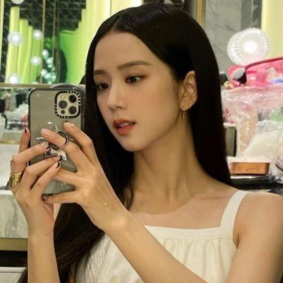 Gara-Gara Foto Mirror-Selfie, Jisoo BLACKPINK Banjir Hujatan, Kenapa?