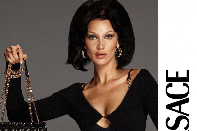 Potret SeksiBella Hadid untuk Versace, Bajunya Kekecilan!