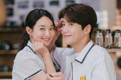 9 Potret Shin Min Ah Pasangan KDrama, Bucin Bikin Gemas