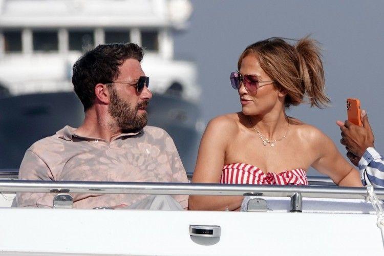 Ternyata Ini Arti Bahasa Tubuh Jennifer Lopez dan Ben Affleck!