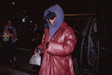 Pakai Baju Serba Tertutup, GayaKim Kardashian Makin Beda