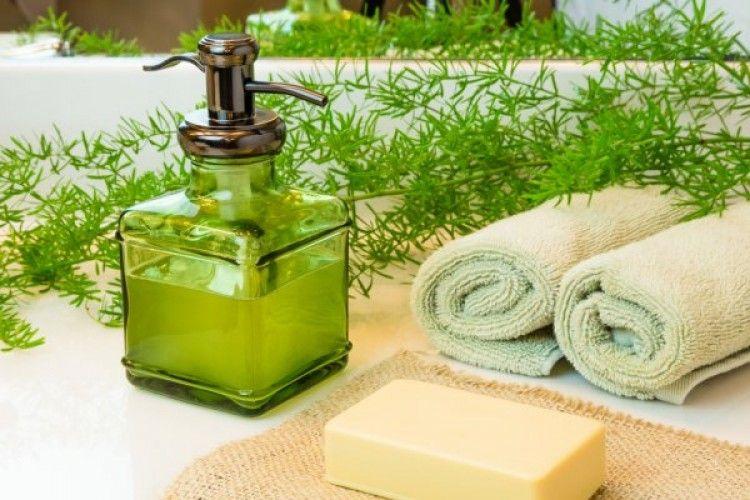 15 Rekomendasi Merk Sabun Mandi untuk Kulit Kering
