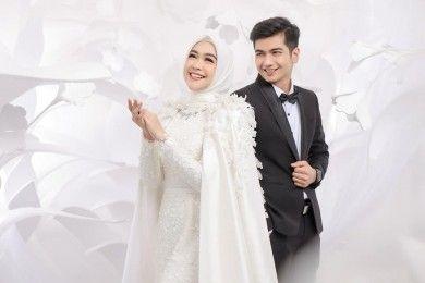 10 Foto Pre-Wedding Ria Ricis & Teuku Ryan, Romatis Tanpa Bersentuhan